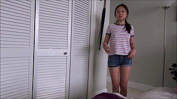 बिग डिक छोटी एशियाई बहन बेकार है