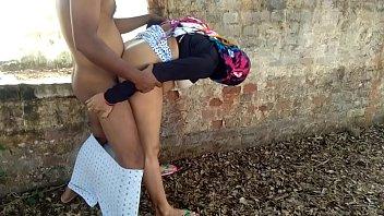 गर्म माँ आउटडोर गुदा सेक्स अजनबी कुत्ता बकवास के साथ