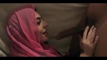 पाकिस्तान की लड़की को झटका