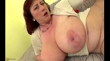 विशाल यूरोपीय स्तन हस्तमैथुन